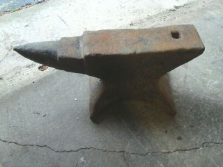 """Antique Blacksmith Anvil 110 Lbs.  9 1/2 """" H 19 1/2 """" Long Local Pick Up Only"""
