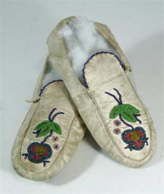 1920s Native American Algonquin Indian Bead Decorated Hide Moccasins